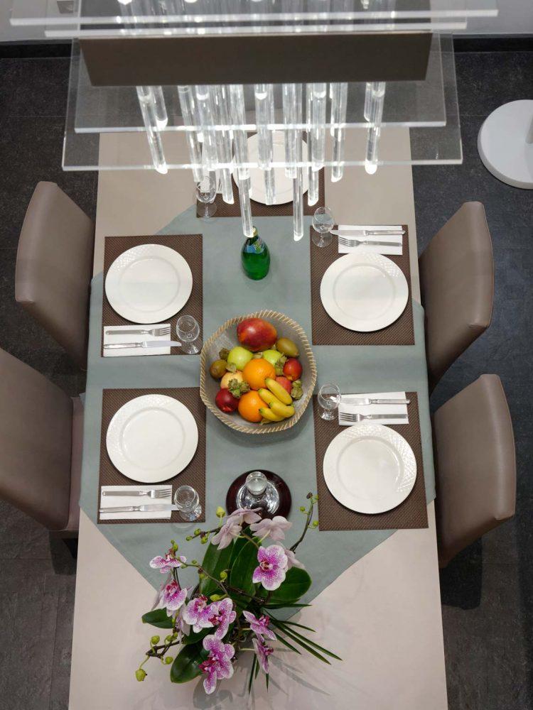 Table de repas dans appartement luxe